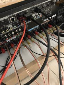 ホームシアター 配線 AVアンプ プロジェクター スピーカー