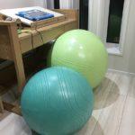 バランスボールで姿勢改善!無意識に筋力UPでダイエットに効果!